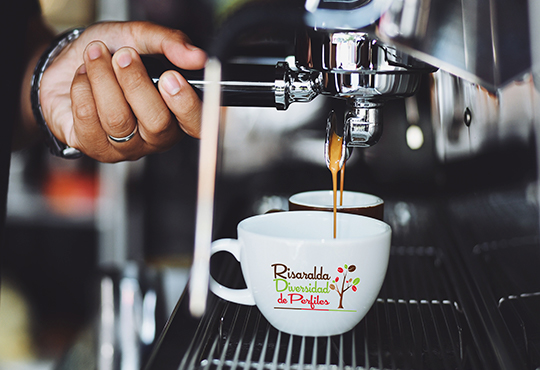 CAFE CAFETEROS RISARALDA TIENDA DIVERSIDAD PERFILES BARISTA PREPARACION MAQUINA